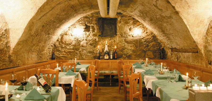 Austria_Oberau_Gasthof_Kellerwirt_dining.jpg